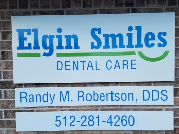 elgin-smiles-dental-care-new-sign-robertson